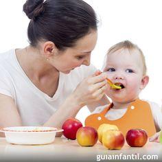Los bebés pueden comenzar a tomar papillas de frutas a partir de los 6 meses de edad. En GuíaInfantil.com te damos algunas ideas de papillas y purés para el bebé, para su alimentación mes a mes.