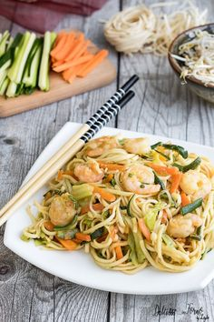Sushi Co, Diy Sushi, Spaghetti Noodles, Pasta Noodles, Asian Recipes, Healthy Recipes, Ethnic Recipes, Wok, Vegetable Pasta