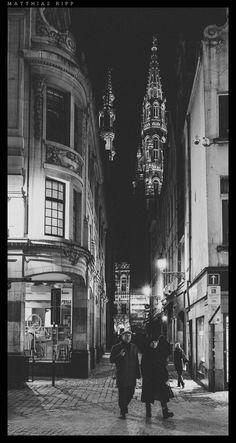 https://flic.kr/p/Cui3B7 | Exploring Brussels | Street shot in Brussels in black and white