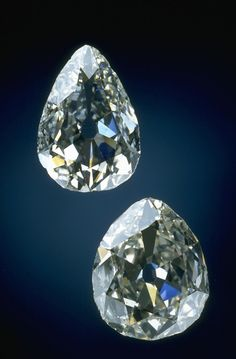 Photograph of the unmounted Marie Antoinette diamonds (G5018). Photo by Chip Clark.