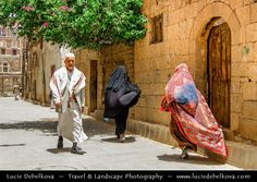 https://flic.kr/p/5cnG6j | Yemen - Sana'a - Local People in streets of  Old Town…