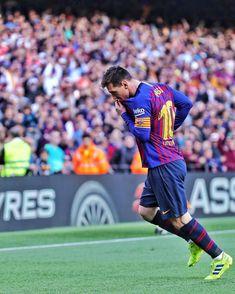 Barcelona Team, Lionel Messi Barcelona, Barcelona Football, Messi Vs, Messi Soccer, Messi And Ronaldo, Ballon D'or, Fc Barcelona Wallpapers, Lionel Messi Wallpapers