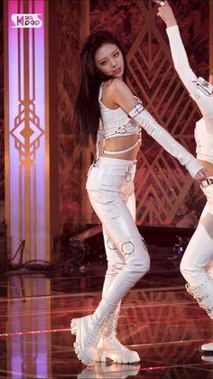 Black Pink Dance Practice, Dance Kpop, Kpop Girl Bands, Funny Education Quotes, Female Reference, Blackpink Video, K Pop Music, Lets Dance, Dance Music