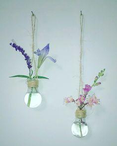 Decoración con ampolletas de luz recicladas
