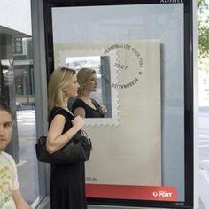 Campaña de Correos para personalizar los sellos, btl en parada de autobus #in