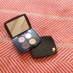 Lancôme eyeshadow palette Ombré mini effects sensational effect eyeshadow colors are: dirty pink, daylight(matte), bikini golden ( shimmer) and couture( intense). Not used. Brand new. Brand listed for exposure. Love the colors MAC Cosmetics Accessories