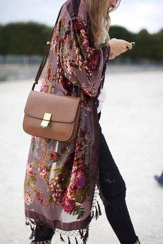 A floral printed kimono makes a boho chic statement Fashion Mode, Look Fashion, Autumn Fashion, Womens Fashion, Trendy Fashion, Gypsy Fashion, High Fashion, Boho Fashion Over 40, Fashion Music