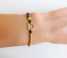 We can make them with the colors of the flag of other countries. Diy Jewelry, Beaded Jewelry, Jewelry Bracelets, Jewelery, Handmade Jewelry, Beaded Necklace, Jewelry Design, Unique Jewelry, Small Heart