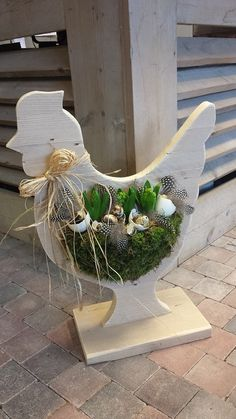 9 Wonderful Wooden DIY Crafts for this Spring: Take Closer Look Wooden Crafts, Diy And Crafts, Chickens And Roosters, Deco Floral, Christmas Decorations, Holiday Decor, Spring Decorations, Easter Party, Spring Crafts