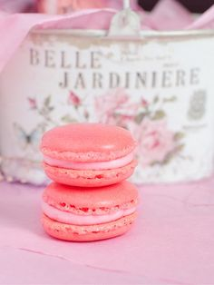 Macaroons - my new favourites (macaroon tower paris france) Macarons, Macaroon Tower, Laduree Paris, Yummy Drinks, Yummy Food, Pink Foods, Cakepops, Love Food, Tea Party