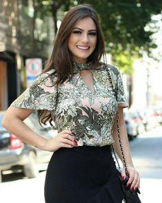 """455 curtidas, 2 comentários - Mells Moda (@mellsmoda) no Instagram: """"Maravilhosa essa estampa ❤  Blusa Amanda.  R$ 125,90.  P M e G.  Compras pelo site…"""" Fashion Moda, Suit Fashion, Work Fashion, Hijab Fashion, Fashion Outfits, Womens Fashion, Fashion Tips, Skirt Suit, Dress Skirt"""