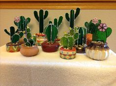 Stained Glass Cactus Ideas You Can Apply To Your House Decoration Stained Glass Ornaments, Stained Glass Flowers, Faux Stained Glass, Stained Glass Designs, Stained Glass Projects, Stained Glass Patterns, Mosaic Patterns, Mosaic Glass, Fused Glass