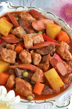 Menudo Recipe: Have a feast with this classic Filipino Menudo recipe. A tomato-based stew of pork meat and liver usually served at special occasions like Fiestas. May is the month for Flores de Mayo in the Philippines. Flores de Mayo is an old tradition Filipino Pork Menudo Recipe, Menudo Recipe Authentic, Filipino Recipes, Indian Food Recipes, Asian Recipes, Filipino Food, Ethnic Recipes, Pinoy Food, Texas Chili