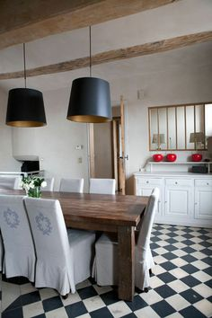 dining room, black and white tiled mosaic floor, black and gold suspension, wooden farmhouse table and limewashed walls Source by Dining Room, Dining Table, Black And White Tiles, Old Farm Houses, French Kitchen, Home Staging, Farmhouse Table, Decoration, Home Projects