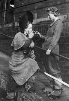 British wartime steelworkers take a cigarette break, 1942