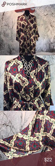 "Laren Alexandria Silk Robe Size L ❤️ Gorgeous multi colored 💯 % silk shirt robe by Lauren Alexandria.  Size Large. 35"" long. ♥️😊🐾🐾 Lauren Alexandria Intimates & Sleepwear Robes"