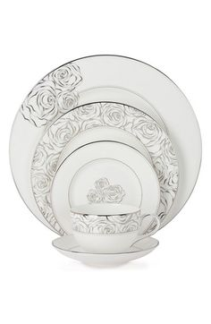 Can't believe that there's dinnerware to match the dress! Monique Lhuillier Waterford® Sunday Rose Dinnerware - Bed Bath & Beyond Fine China Dinnerware, Modern Dinnerware, Square Dinnerware Set, Dinnerware Sets, Monique Lhuillier, Vases, Sunday Rose, Vase Deco, China Sets