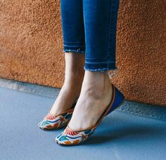 New how to wear heels comfortably awesome ideas Shoes Flats Sandals, Sandals Outfit, Girls Sandals, Indian Shoes, How To Wear Heels, Stylish Sandals, Bride Shoes, Custom Shoes, Beautiful Shoes