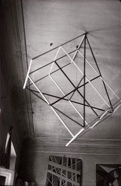 Alexander Rodchenko Popova's Studio 1924 geometric structure suspended from a ceiling - so not necessarily his work but a good transition point Alexander Rodchenko, Bauhaus, Harlem Renaissance, Abstract Sculpture, Sculpture Art, Mobile Sculpture, Russian Constructivism, Abstract Geometric Art, Geometric Form
