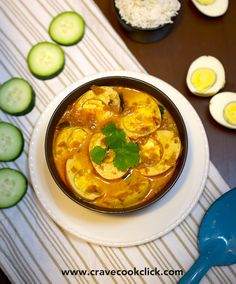 This simple curry is easier to make than meat curries, but still has plenty of protein. The coconut milk gives the dish rich flavor and enhances the spices. Vegetarian Soup, Vegetarian Recipes, Cooking Recipes, Breakfast Lunch Dinner, Breakfast Recipes, Egg Masala, Garam Masala, Indian Food Recipes, Asian Recipes