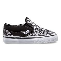 Iconic forces merge in the Vans x STAR WARS collection when scenes and characters from the legendary film meet up with this Vans classic. Featuring a custom designed Darth Vader and Stormtrooper checkerboard canvas, the Star Wars Classic Slip-on takes the classic slip-on with elastic side details to a galaxy far, far away!