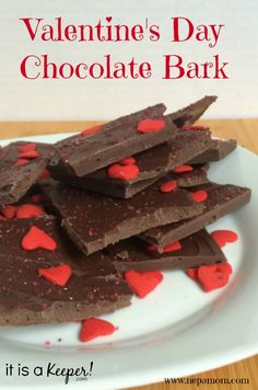 This easy Chocolate Bark is a great quick dessert recipe to have on hand. It is an easy Valentines recipe that will definitely satisfy your chocolate cravings! Valentines Day Chocolates, Valentine Chocolate, Valentines Day Desserts, Easy Candy Recipes, Quick Dessert Recipes, Easy Desserts, Bark Recipe, Chocolate Bark, The Best