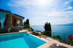 Reference agent: Mauro Capriglia () Torri Del Benaco - In a unique and dominant position, stands this recent single villa with swimming pool. Four Rooms, Chromotherapy, Bedroom Photos, Lake Garda, Direct Marketing, Private Garden, Apartments For Sale, Lake View, Verona