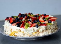 Bakekona - Lidenskap for en sunn livsstil Meringue Pavlova, Norwegian Food, Norwegian Recipes, Good Food, Yummy Food, Desserts For A Crowd, Pudding Desserts, Cake Trends, Rice Krispies