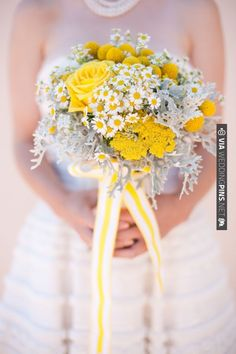 yellow and white bouquet | VIA #WEDDINGPINS.NET