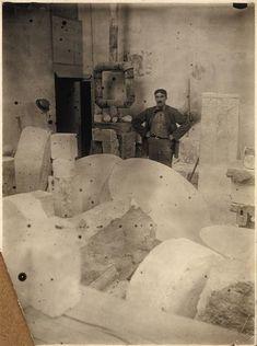 Roamanian artist Brancusi's studio in Paris with Fernand Léger (French artist) - (artiste roumain) Brancusi studio c 1922, Vue d'ensemble de l'atelier en Paris avec Fernand Léger (artiste francais) http://www.wetcanvas.com/forums/showthread.php?t=1299137