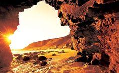 Jericoacoara (Ceará): Jericoacoara tem um pôr-do-sol inesquecível e exóticas paisagens litorâneas. Mesmo popular entre turistas do mundo inteiro, o destino ainda preserva uma clima de romântico isolamento