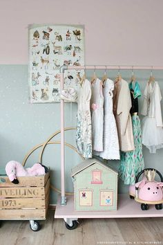 mint behang met goud, ook in roze verkrijgbaar Baby Bedroom, Home Bedroom, Girls Bedroom, Toy Rooms, Baby Kind, Little Girl Rooms, Kid Spaces, Girl Nursery, Room Inspiration