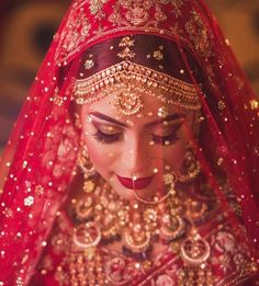 61 Fabulous Bridal Poses For The Stunning Bride-to-be Indian Bridal Photos, Indian Bridal Makeup, Indian Bridal Outfits, Red Wedding Lehenga, Bridal Dupatta, Indian Wedding Bride, Desi Wedding, Indian Weddings, Party Wedding