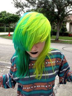 Scene hair, love it Neon Green Hair, Neon Hair, Yellow Hair, Teal Yellow, White Hair, Bright Green, Blue Green, Pelo Guay, Medium Hair Styles