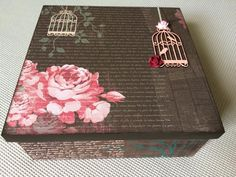 Caixa porta-trecos com scrap decor.