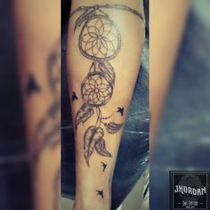 Tatuagem filtro dos sonhos na perna, feita por Jhordan Diaz da #JhordanInkTattoo  #Tattoo #Filtrodossonhos #tatuagem #tatrooist #tattooart #tattoolove #tattoolife #tatuahemfeminina #tattonaperma #tattoofiltrodossonhos #tatuaje #drawn #ink #drawing #blackandwithe #jhordan #jordan #jhordandiaz