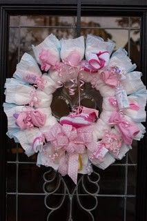 Diaper wreath & cute baby shower ideas