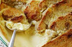 Recept voor Broodpudding  De klassieker voor het verwerken van je restje brood of koffiekoeken. Hier vind je een heel algemeen recept, maar 'pimpen' is toegestaan.