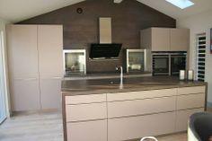 Diseño de cocinas en color beige