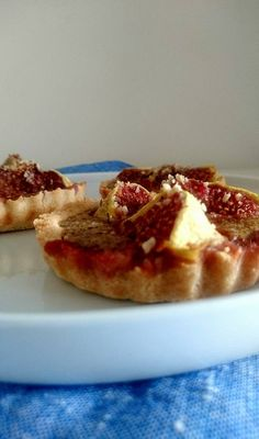 De délicieuses tartelettes façon amandine, aux noisettes et aux figues. Sans gluten, sans lactose et paléo.