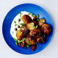 Uusi peruna on parasta, ja savustettuna se on vielä parempaa. Kung Pao Chicken, Side Dishes, Goodies, Food And Drink, Menu, Potatoes, Cooking Recipes, Favorite Recipes, Vegetables