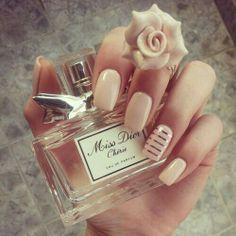 Beige kleur nagels