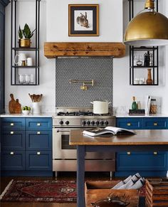 93 kitchen interior design trends for your home 1 Eclectic Kitchen, Home Decor Kitchen, New Kitchen, Home Kitchens, Kitchen Dining, Blue Kitchen Ideas, Cozy Kitchen, Kitchen With Blue Cabinets, Blue Kitchen Inspiration