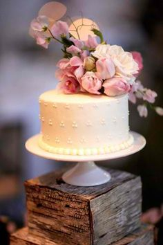 Cake with flower icing..