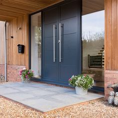 'Grand Designs' inspired Barn Conversion in Hertfordshire Modern Entrance Door, Modern Exterior Doors, Modern Farmhouse Exterior, House Entrance, Entry Doors, Main Door Design, Entrance Design, Bungalow House Design, House Front Design