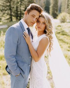 Outdoor Wedding Pictures, Wedding Picture Poses, Wedding Couple Poses, Must Have Wedding Pictures, Wedding Group Photos, Wedding Couple Pictures, Romantic Wedding Photos, Bride Groom Poses, Bride And Groom Pictures