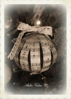 Atelier Valerie: Kerstbal van muziekpapier