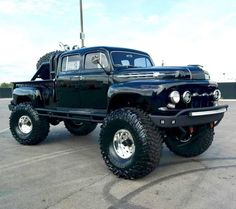 jacked up pickup trucks Pickup Trucks, Jacked Up Trucks, Old Ford Trucks, Diesel Trucks, Cool Trucks, Cool Cars, Vw T3 Doka, Accessoires 4x4, Monster Trucks