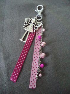 Porte clés argenté avec rubans roses, fée et perles roses : Porte clés par plumecreative