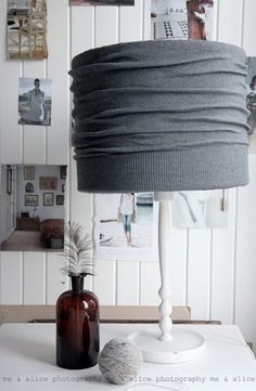 Tweedehands schemerlamp kopen en dan je trui eromheen :)
